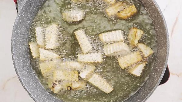 cách làm vịt nấu chao khoai môn