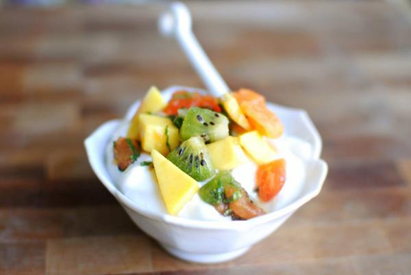 Cách làm món yaourt dầm trái cây