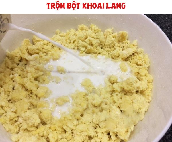 Trộn bột khoai lang