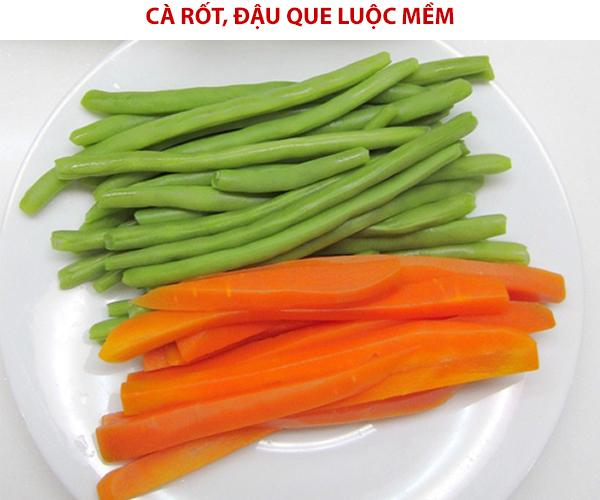 Luộc mềm đậu que, cà rốt