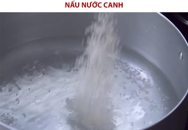 Nấu nước canh khổ qua chay