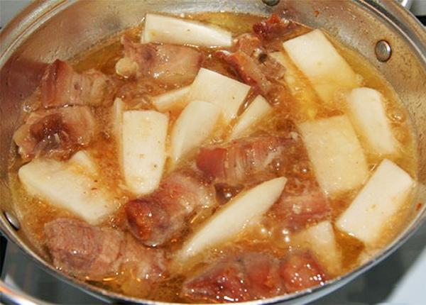Cách nấu thịt kho củ cải trắng