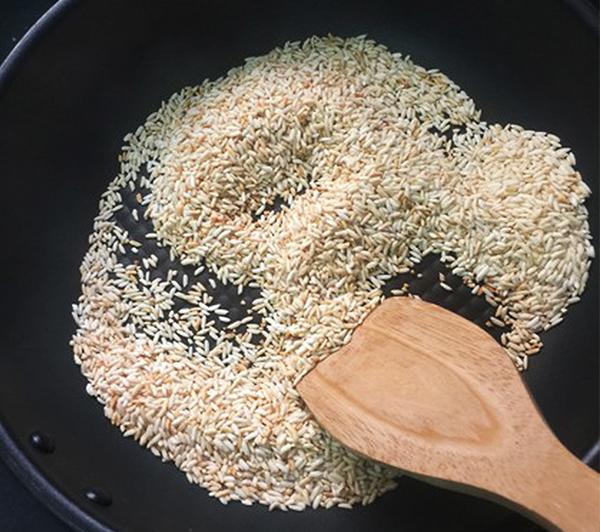 Rang gạo nấu cháo cá lóc
