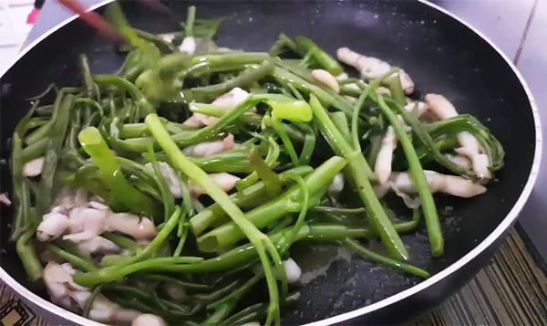 Cách làm ốc móng tay xào rau muống
