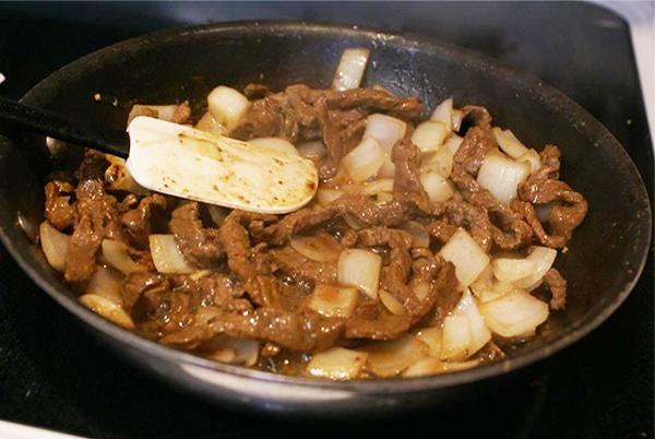 Sơ chế thịt bò làm gỏi rau càng cua