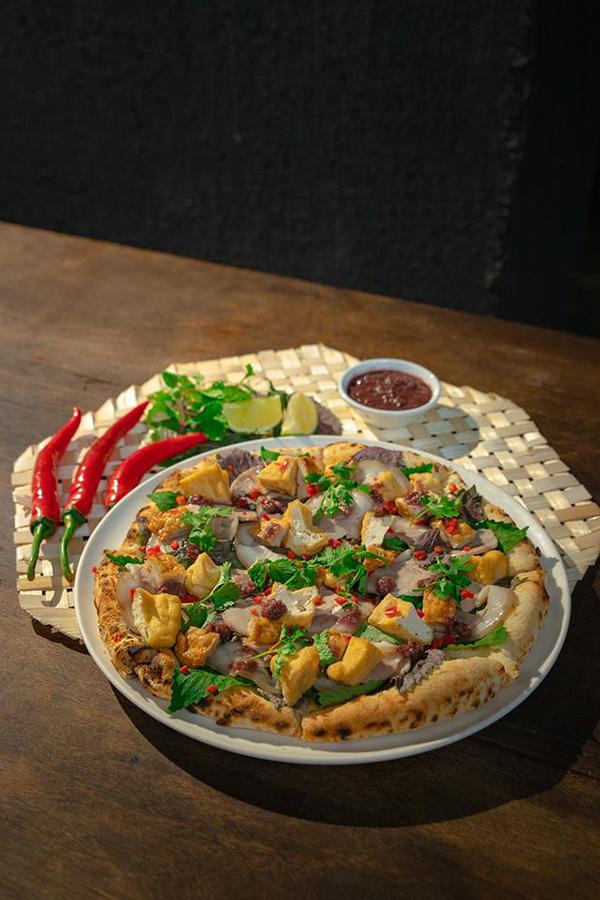 Pizza bún đậu mắm tôm