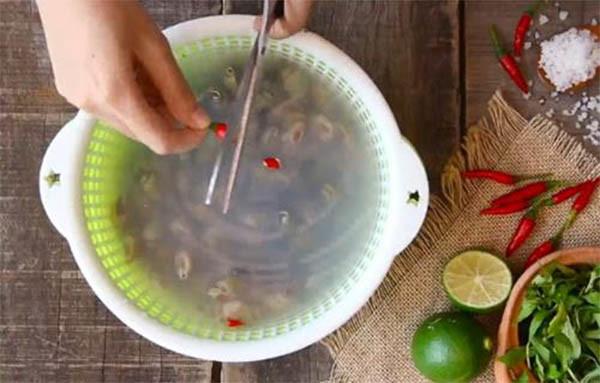 Cách làm hến xào sả ớt