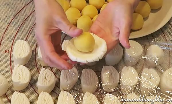 Cách làm bánh cam nhân đậu xanh tẩm mè
