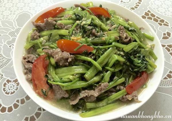 Cách xào rau cần với thịt bò