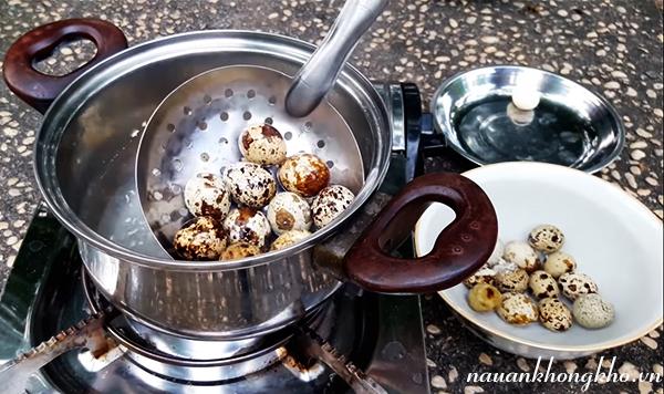 Cách làm trứng cút chiên nước mắm
