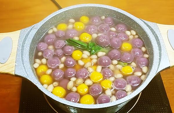 Cách nấu chè bí đỏ khoai lang tím