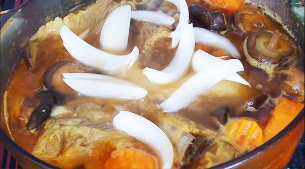 Cách nấu lagu sườn non nước dừa