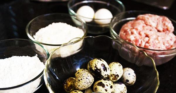 Cách làm trứng cút chiên bột bọc thịt