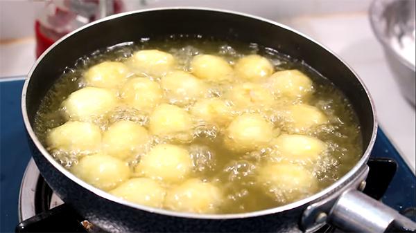 Cách làm trứng cút chiên bơ tỏi