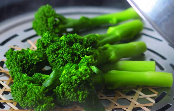 công dụng của baking soda giữ màu xanh cho rau luộc