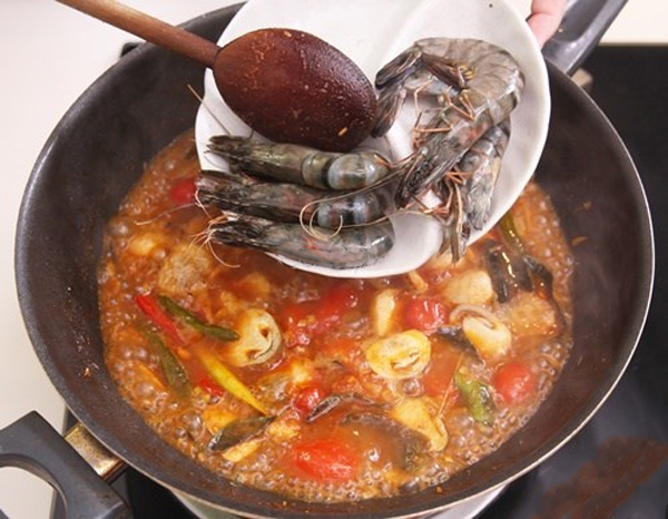 Cách làm lẩu tôm chua cay
