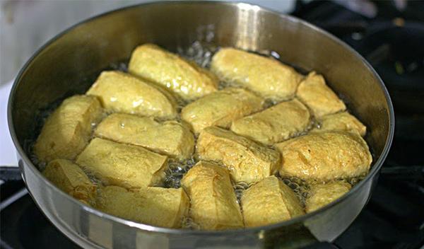 Sơ chế nguyên liệu nấu lẩu thập cẩm