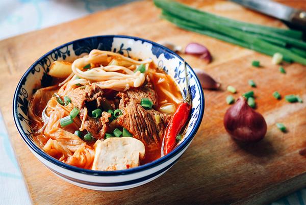 Cách nấu canh kim chi thịt bò đậu phụ