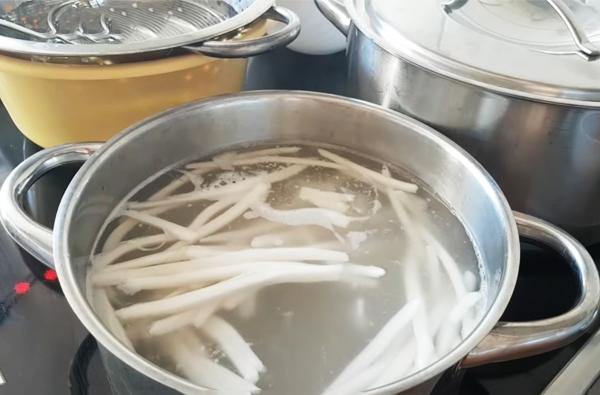 Cách làm sợi bánh canh bột gạo