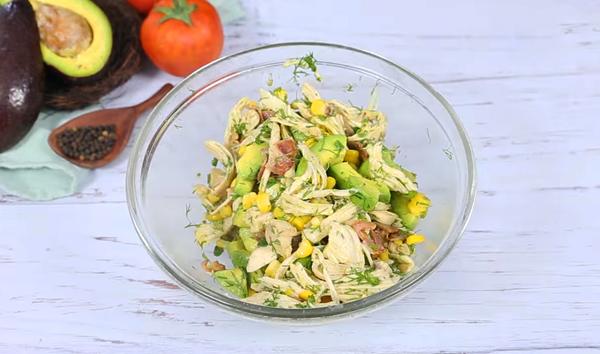 Cách làm salad bơ giảm cân thịt gà