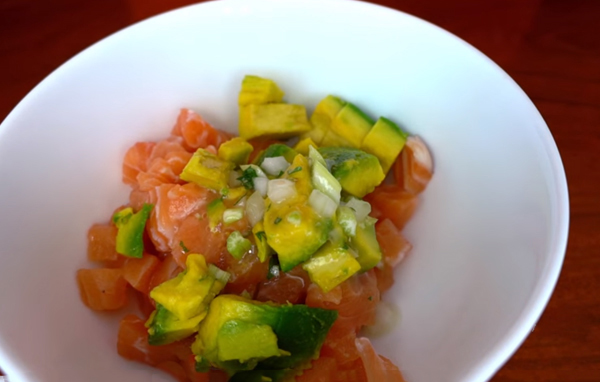 Cách làm salad bơ giảm cân cá hồi