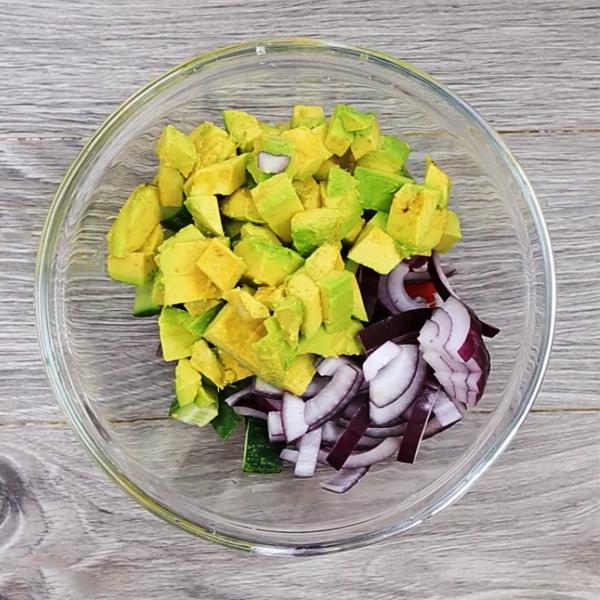 Cách làm salad bơ giảm cân rau quả