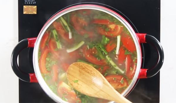 Cách nấu canh chua ngao với dứa