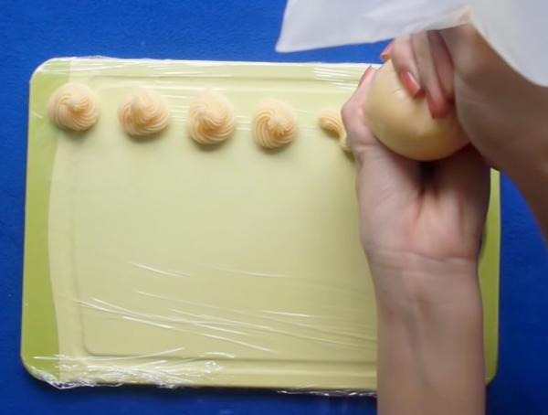 Cách làm bánh su kem nhân trà xanh