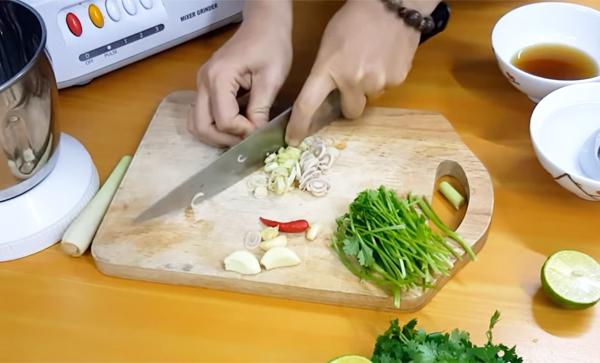 Cách làm nước sốt bánh mì chả cá