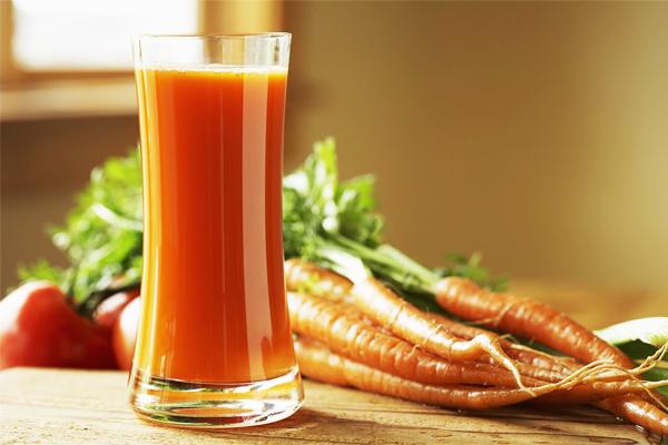 Cách làm nước ép cà rốt với cà chua