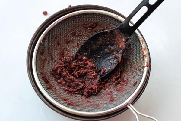 Cách sên nhân đậu đỏ bánh trung thu