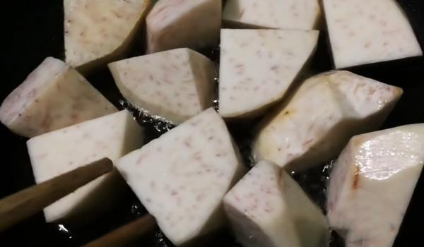 Cách nấu lẩu dê khoai môn