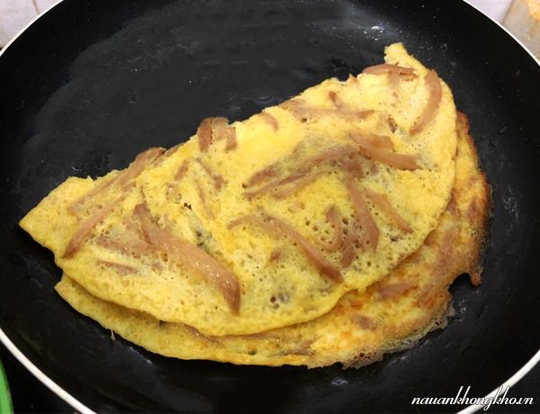 Cách làm trứng chiên củ cải muối