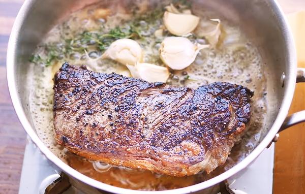Cách làm bò bít tết ngon mềm