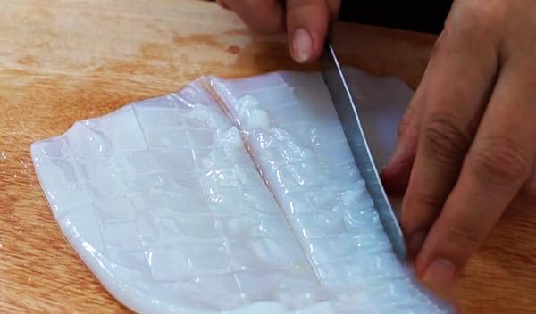 Cách làm mực nướng sa tế