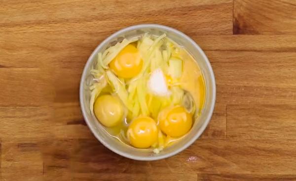 Cách làm trứng chiên phô mai