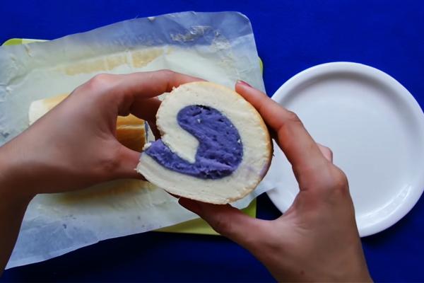 Cách làm bánh bông lan cuộn không cần lò nướng