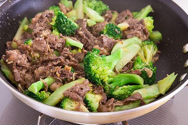 Cách làm thịt bò xào súp lơ xanh