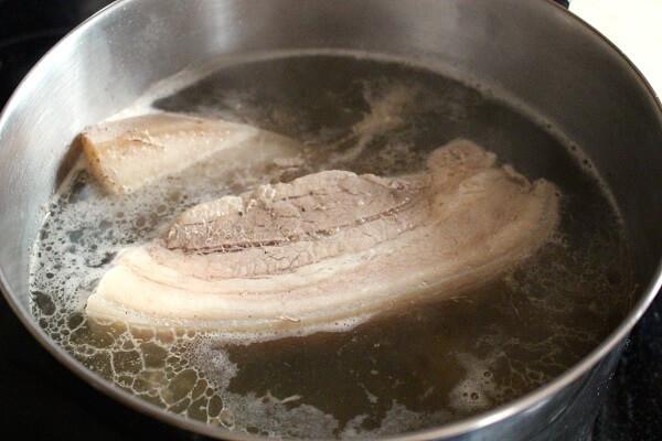 Cách luộc thịt ba chỉ ngon