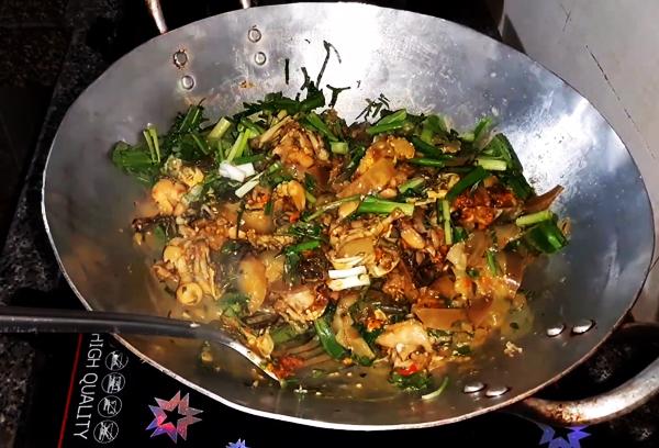 Cách nấu ếch om cà tím