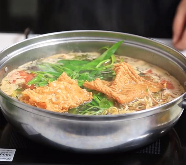 Cách nấu lẩu ếch măng chua cay