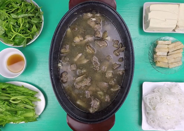 Cách nấu lẩu vịt om sấu