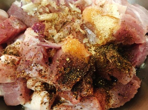 Cách làm thịt kho củ cải muối