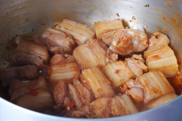 Cách làm thịt kho tàu với trứng cút