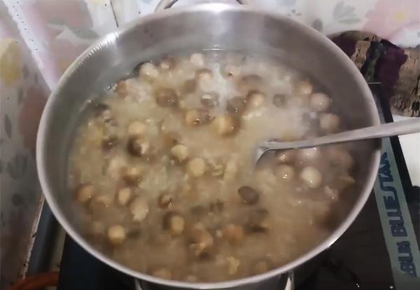 Cách nấu cháo trứng vịt lộn