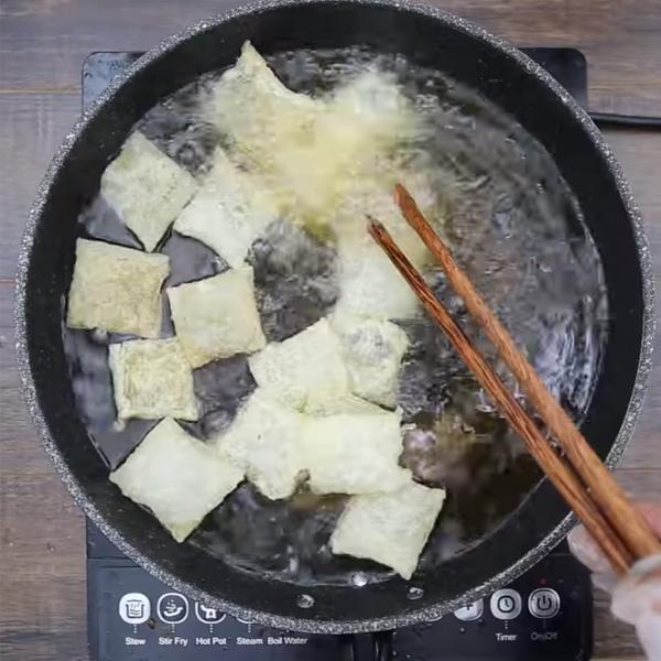 Cách làm phở chiên giòn với thịt bò rau xào