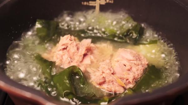 Cách nấu canh rong biển thịt gà