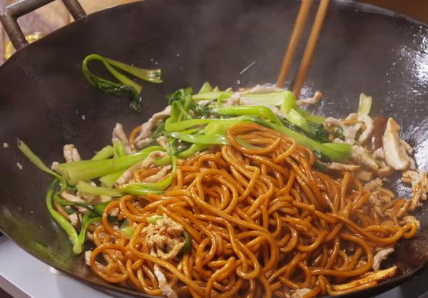 Cách làm mì xào Thượng Hải Chow Mein