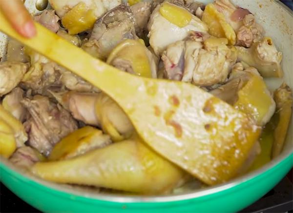 Cách nấu lẩu gà lá é