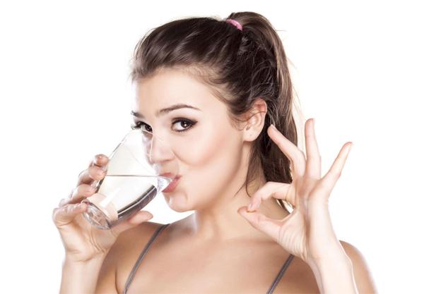 mẹo uống rượu bia không say bằng cách uống nhiều nước lọc